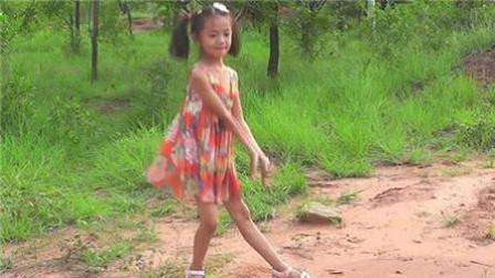 点击观看《美多多广场舞 小水果 美美姐 自由舞 歌手:筷子兄弟》
