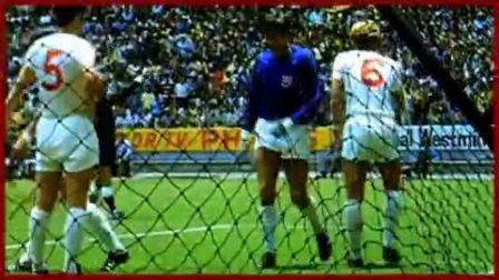 历史上的今天:48年前班克斯献世纪最神扑救 球王贝利成背景板