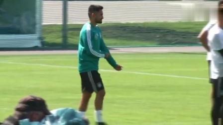德国队对抗赛训练视频曝光 京多安英姿潇洒霸气进球两粒