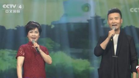 合唱戏歌故乡是北京(李谷一 刘和刚)
