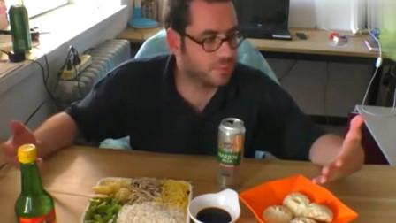 老外疯狂爱上中国美食,一边吞小笼包,一遍吐槽吃汉堡外国朋友傻!