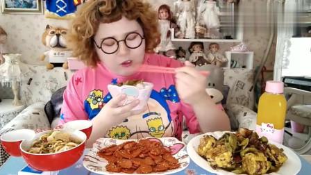中国吃货肉姐吃几种美食,一口接一口看着就过瘾