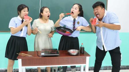 """老师现场制作""""黑暗料理"""",香油煎西瓜,没想吃货女同学一口一个"""