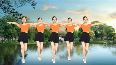 点击观看《新生代广场舞《你是我的人》简单摆胯32步瘦腰健身舞》