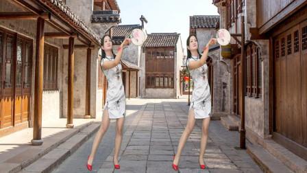 0基础广场舞小城故事多 妇女神农舞娘学跳健身舞