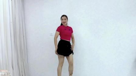 点击观看《青青世界黑色短裙学跳广场舞视频带你一起去流浪 一看就是刚学的》