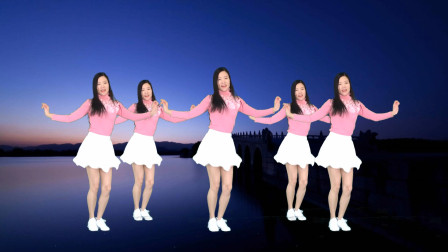 点击观看《艾And幼广场舞《桥边姑娘》简单动感弹跳步》