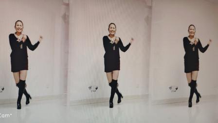 点击观看《春节广场舞视频教程 好心情蓝蓝桥边姑娘》