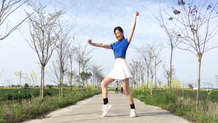 点击观看《简单网红健身舞《火红的萨日朗》》