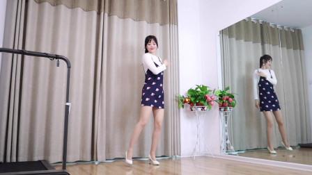 抖音广场舞《对面的小姐姐》小君舞蹈秀全网都在跳的广场舞