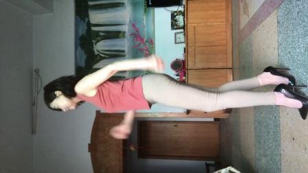 点击观看《玲珑广场舞 高挑牛仔裤 自由舞做健身达人》