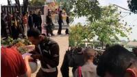 60名泰国警察排长队领赌场新年红包 舆论哗然
