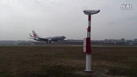 近距离拍摄飞机着陆