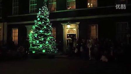 """英国首相读故事""""美丽的圣诞夜"""""""