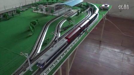 重新入段的东风8B内燃机车挂4节P64及2节P65棚车上线运行