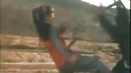 绝版美女功夫片   红衣长发女怒打小日本武士