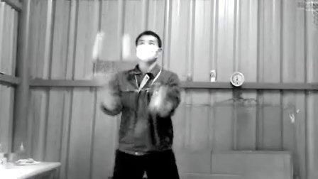 抛球杂耍:从1个到4个(谁能找到这视频背景音乐的高清完整版!)