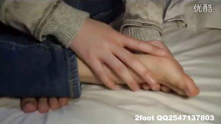 sprain 美女腳受傷 痛苦揉腳板心