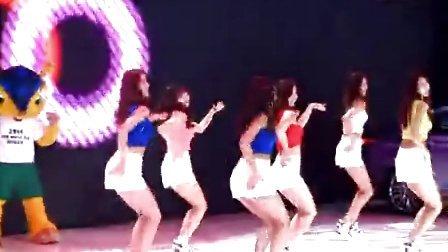 北京车展 现代汽车展台 美女跳舞