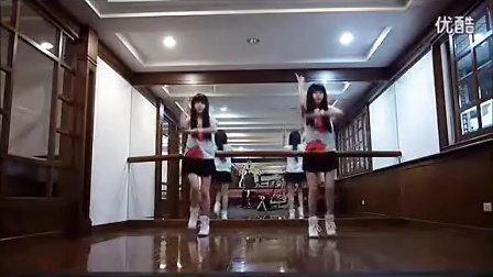 小苹果MV—台湾可爱美女双胞胎版,搞笑歌曲鬼步舞街舞教学视频