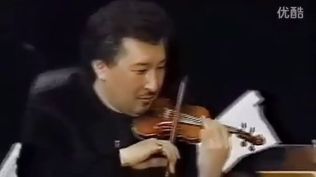 日本NHK交响乐团首席篠崎史紀使用16分之1小提琴演奏《查尔达什》