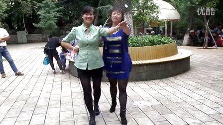 王世萍广场舞三步踩藕断丝连,双人舞