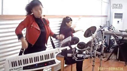 刘璐弹唱罗兰肩背电子琴合成器用手风琴法背挎双排三排键脚电子鼓剪辑