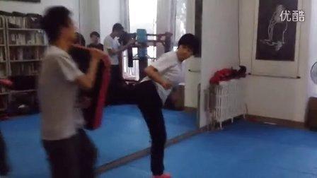 截拳道·印心会:女学生的后踢练习