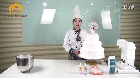 南京欧米奇西点学校老师的三层婚礼蛋糕
