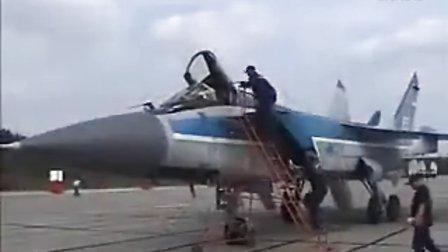 米格-31猎狐犬与米格-29支点编队飞行