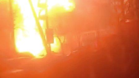 天津靖江路汽车着火爆炸失火爆炸