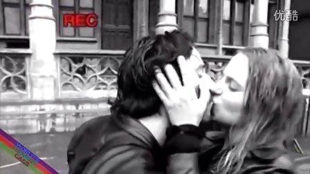 【粉红豹】请你帮我和我的女友录个相,我们要纪念初吻时刻!