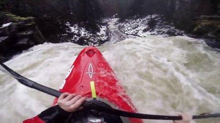 GoPro: 随70英尺高的瀑布直流而下的皮划艇
