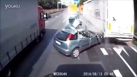 危险的车祸。不应该在最后一分钟改变车道