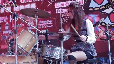 《小苹果》曼青 台北信义广场 架子鼓表演筷子兄弟神曲
