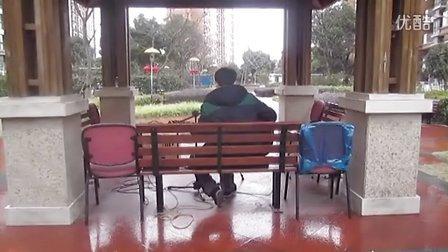 街头吉他#4蔡盛 吉他弹唱 斑马斑马 一个人在小亭子里深情演唱