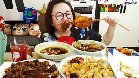 """【韩国afreeca tv吃饭直播】吃中国很火的""""轰炸大鱿鱼""""。交流群号在视频下方"""