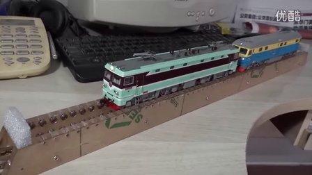机车模型在自制的火车模型跑步机上的运行视频