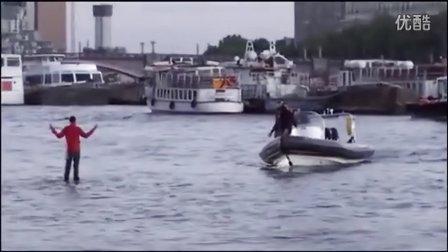 【亮瞎你的24k钛合金狗眼】超震撼的水上行走神人啊!