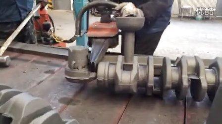 分离曲轴--浇冒口分离器演示视频05