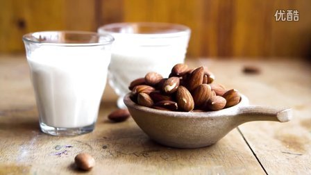 【大吃货爱美食】很多饮料都会用——教你制作营养美味的杏仁牛奶~ 150611