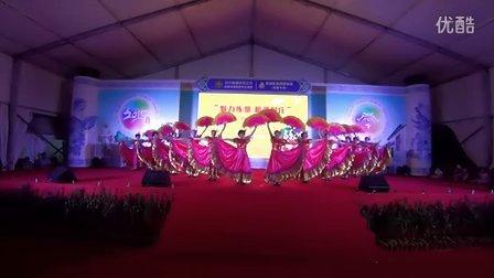 第一名扇子舞《走进新时代》红梅舞蹈队