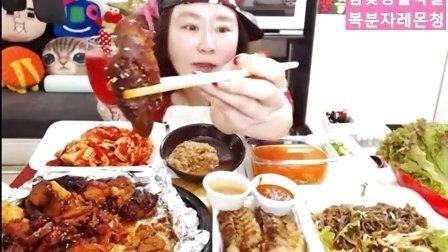 【韩国afreeca tv吃饭直播】猪蹄+熟肉。。。肉肉相碰!~