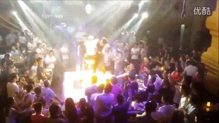 中国摔角联盟-酒吧表演