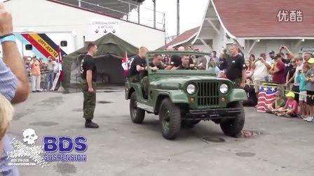 """【《堪比特效!军人4分钟组装""""Jeep威利斯吉普车""""》】"""