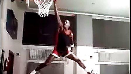 乔丹与圣诞老人单挑-Air Jordan 1 经典球鞋广告