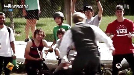 街头恶搞 高手假扮老人玩滑板惊呆路人  超清