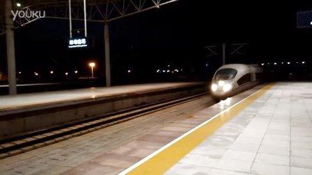CRH380BL黑夜中进站