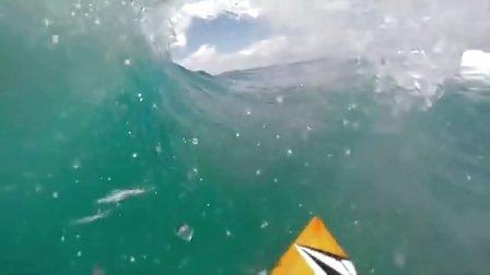 GoPro: Alex Gray 冲出惊天骇浪——GoPro 冲浪赛 8 月获奖者
