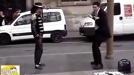 搞笑视频,国外俩哥们街头模仿杰克逊舞步,挺好。